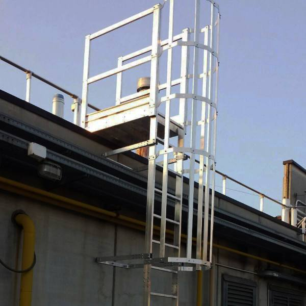 scala con gabbia